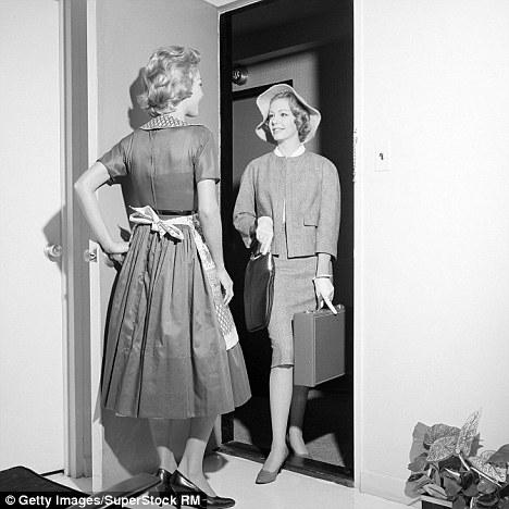 """#1 Nhiều khi tui ghét những vị khách đến nhà mình ở kinh khủng. Chả biết khi nào họ mới """"nhổ neo"""" đây. (Ảnh: Internet)"""