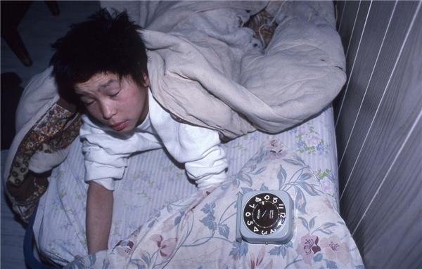 #3 Đi ngủ trễ, thức dậy trễ - chuyện dễ hiểu mà! Đi ngủ sớm, thức dậy trễ - mình là đồ bỏ đi! (Ảnh: Internet)