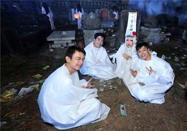 Dù lịch làm việc rất bận rộn với các dự án truyền hình, phim điện ảnh, … nhưng Việt Hương cùng ê-kíp luôn dành thời gian để xây dựng những ý tưởng để thực hiện các sản phẩm chất lượng dành tặng khán giả.