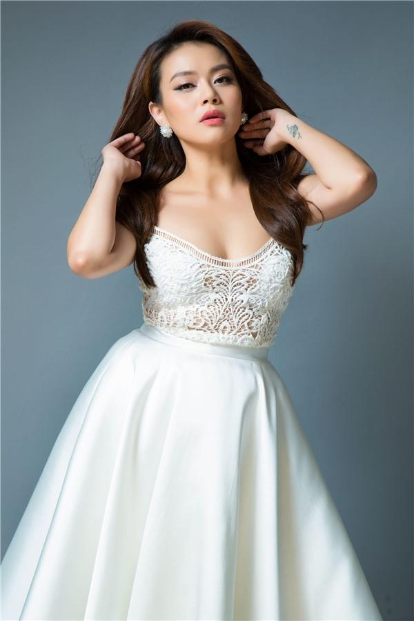 Sự nổi tiếng của nữ ca sĩ gắn liền với giọng hát và sự chăm chỉ với nghề.