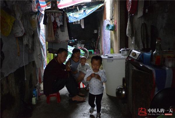 Năm 2013 cô đến Quảng Đông đoàn tụ với gia đình.