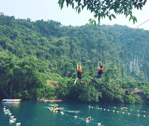 """Du lịch Quảng Bình - Suối nước """"đẹp vi diệu tựa chốn thiên đường"""" hiện diện ngay tại Việt Nam"""