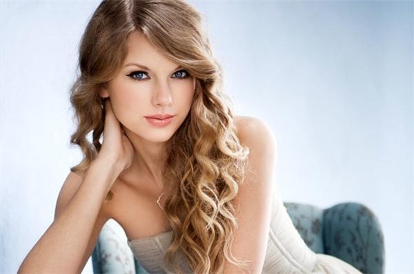 Paris Hilton lên tiếng tham gia vào lùm xùm của Taylor và Kanye