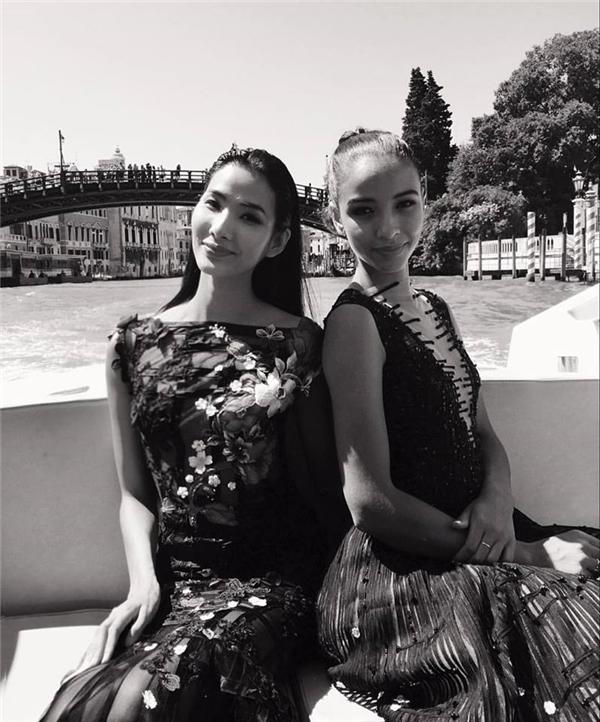 Hoàng Thùy bất ngờ hội ngộ Hoa hậu Pháp tại nước ngoài. Quán quân Vietnam's next top model chia sẻ cả hai đã có thời gian giao lưu trò chuyện hết sức vui vẻ, thậm chíFloraCoquerel còn rủ rê chân dài đi thi Hoa hậu Hoàn vũ.