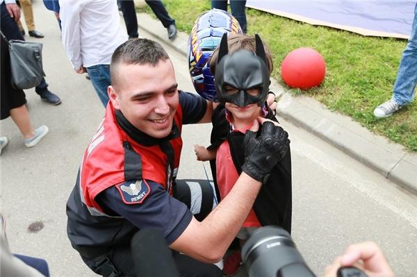 Tan chảy hành động ý nghĩa những cảnh sát hóa thân siêu anh hùng
