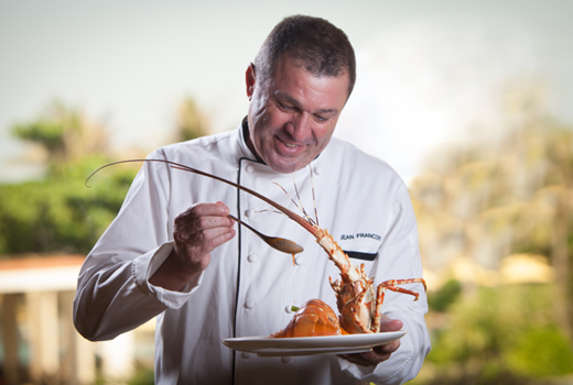 Vị Bếp trưởng điều hành của The Grand, người không ngừng sáng tạo say mê với mong muốn đem đến nhiều trải nghiệm ẩm thực đặc sắc cho du khách.