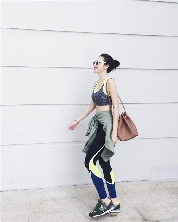 Angela Phương Trinh khoe streetstyle năng động và cá tính.
