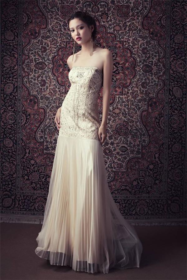 Không kém phần quyến rũ với những bộ váy sang trọng. (Ảnh: Huỳnh Văn Long)