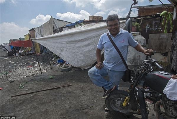 """Hạnh phúc của người dân ở đây là tìm ra được """"kho báu"""" trong những bọc rác."""