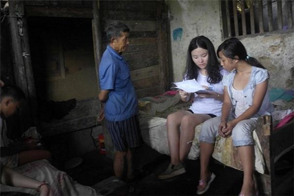 Hàng ngàn trẻ em Trung Quốc bị cha mẹ bỏ lại quê nhà và phải tự chăm sóc bản thân từ rất nhỏ.