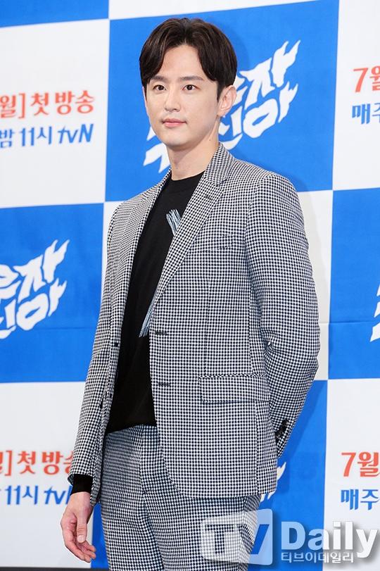 Phát sốt với nụ hôn màn ảnh đầu tiên của Kim So Hyun