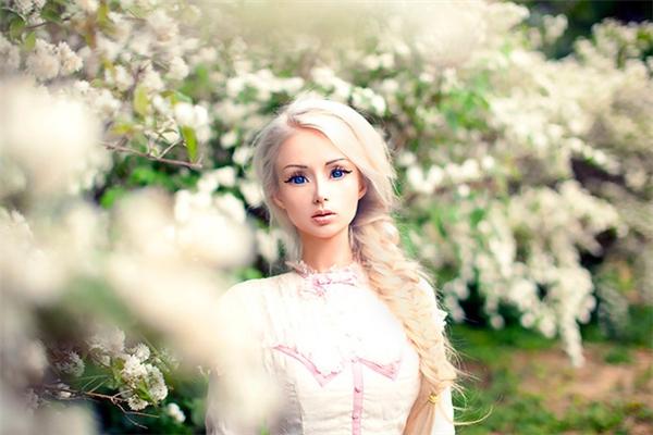 Sau bao năm búp bê sống Barbie vẫn khẳng định mình đẹp tự nhiên