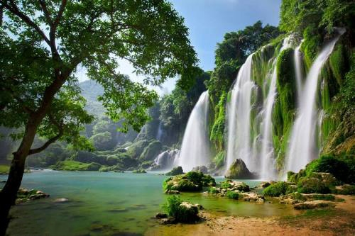 Vẻ đẹp đại ngàn của thác Bản Giốc được xem kỳ vĩ nhất thế giới