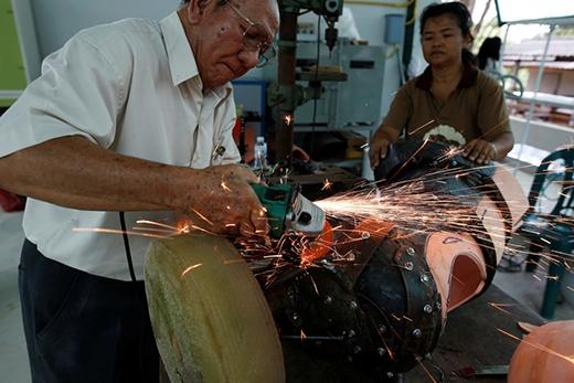 Chiếc chân giả được thiết kế và thực hiện rất cẩn thận.