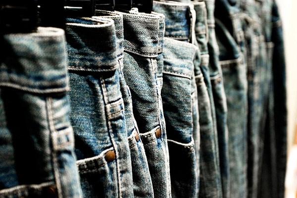 Tác dụng thần kì khi bạn cho muối lên quần jeans khi giặt