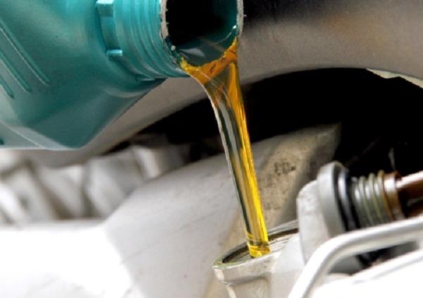 Dầu nhớt là hỗn hợp của dầu gốc và phụ gia.
