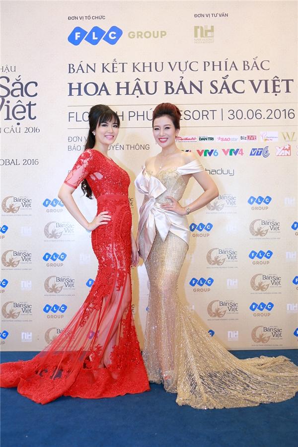 Xuất hiện trong chiếc váy dạ hội màu đỏ rực rỡ, Hoa hậu Nguyễn Thu Thủy thu hút hàng trăm ánh nhìn bởi vẻ đẹp quý phái và sự duyên dáng.
