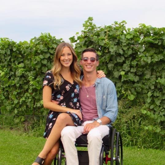 ... đã phải gắn chặt phần đời còn lại trên chiếc xe lăn sau một vụ tai nạn đáng tiếc.(Ảnh: Instagram)