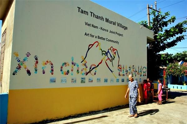 Bức tường kỉ niệm dự án hợp tác Việt Nam - Hàn Quốc.