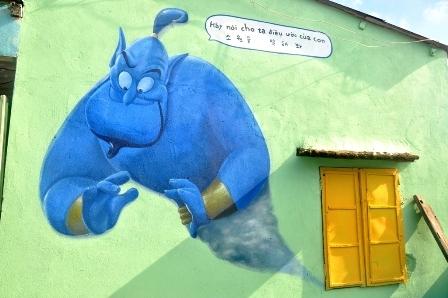 Trên tường xuất hiện những chi tiết trong phim hoạt hình yêu thích của các em thiếu nhi.