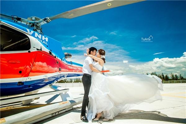 Tiết lộ bất ngờ sau bộ ảnh cưới trực thăng cực chất của cặp đôi 9x