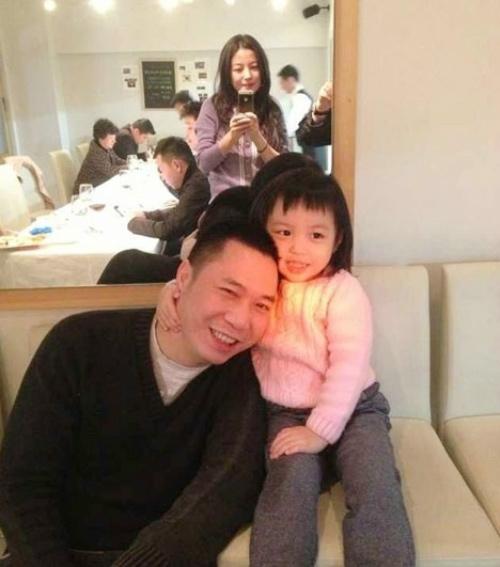 Bé Huỳnh Tân quấn bố từ bé.