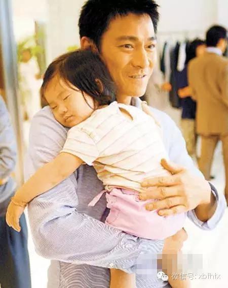Lưu Đức Hoa chăm con gái rất kỹ.