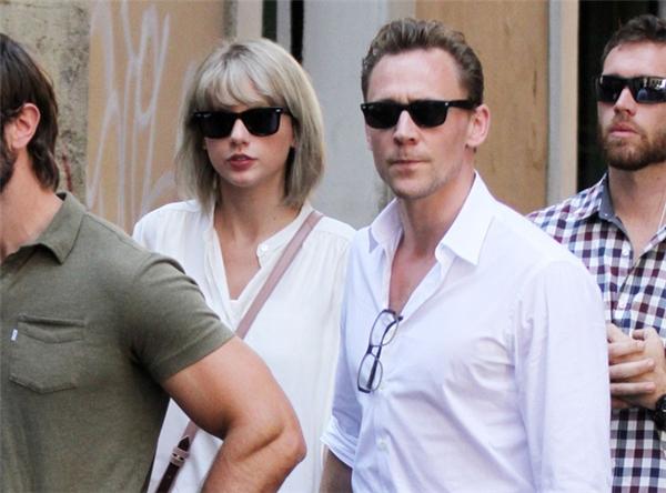 Hàng loạt nghi vấn chuyện tình Taylor Swift - Tom Hiddleston chỉ là màn kịch trước truyền thông