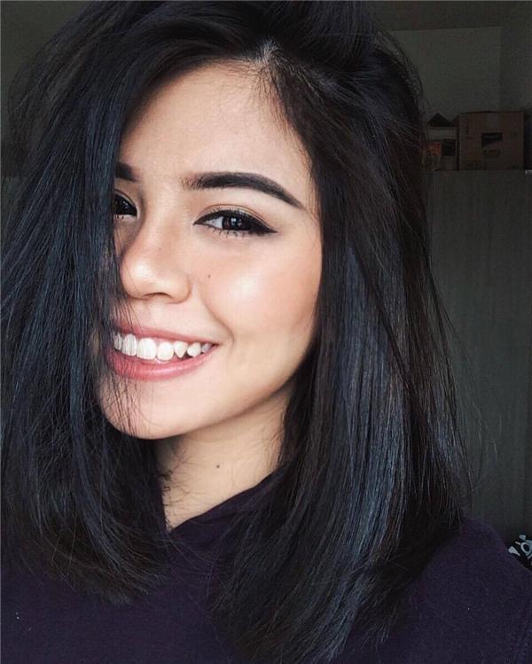 """""""Mình tên Lalita Panratanakorn. Lalita có nghĩa là duyên dáng. Nhưng thường bạn bè mình nếu ở Việt Nam hay gọi là Lata cho dễ nhớ còn bên Thái thì gọi mình là Tato là mắt to. Cách đặt tên của người Thái Lan phụ thuộc vào ngày, tháng, năm sinh""""."""