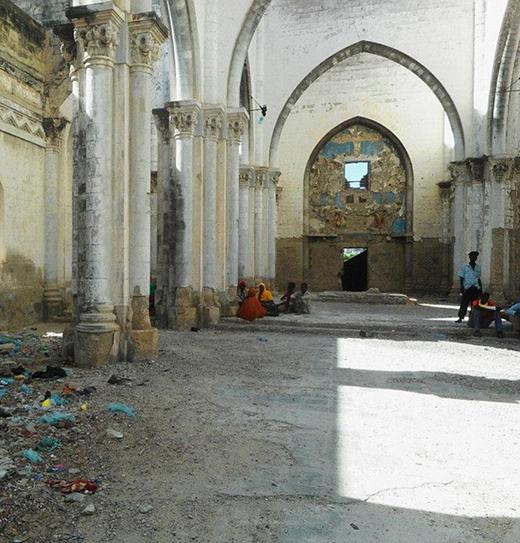 Ngay cả địa điểm thăm quan du lịch như thánh đườngMogadishu giờ chỉ còn là đống đổ nát.