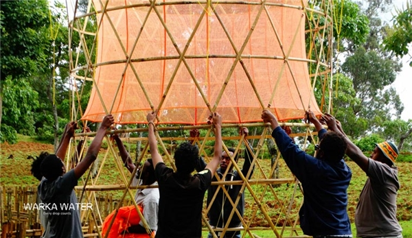 Khung tháp đan bằng tre.