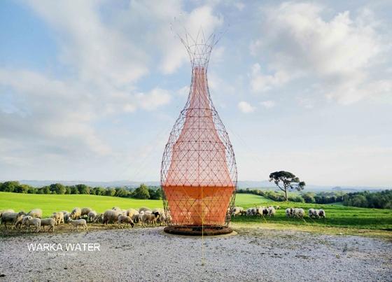 Mỗi ngày ngọn tháp này có thể lấy được 100l nước.