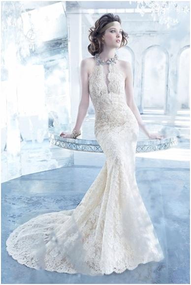 Tạo điểm nhấn trên thân váylàm cho các cô dâu trở nên kiêu sa.