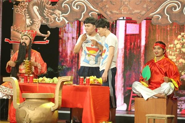 Cũng là thành viên đội Huỳnh Lập,cặp thí sinh Quốc Khánh và Quang Trung mang đếntiểu phẩm Trộm Xuân.