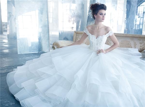 Ngất ngây với những chiếc váy cưới lung linh lóng lánh
