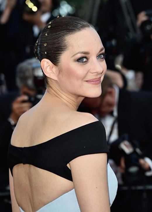 """Năm 2014, bông hồng Pháp xuất hiện trong """"Two days, one night"""". Vai diễn trong tác phẩm này giúp cô lần thứ 2 được đề cử giải Oscar ở hạng mục Nữ diễn viên chính xuất sắc nhất. (Ảnh: Hollywoodlife)"""