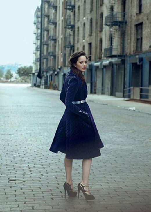 """Sở hữu vẻ đẹp thanh lịch đậm chất Pháp và là diễn viên tài năng, Marion Cotillard được một thương hiệu thời trang lớn""""chọn mặt gửi vàng"""" trong nhiều năm nay. (Ảnh: Hollywoodlife)"""