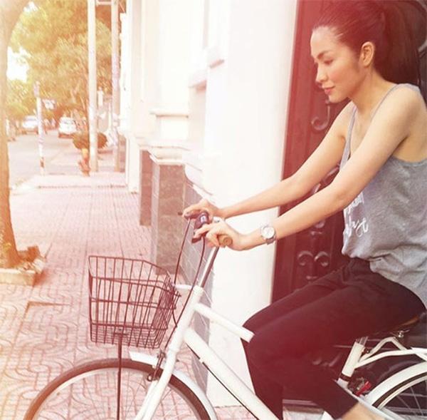 Cách đây vài hôm, Tăng Thanh Hà còn đăng tải tấm hình cô đạp xe đi chợ khiến không ít người hâm mộ thích thú. - Tin sao Viet - Tin tuc sao Viet - Scandal sao Viet - Tin tuc cua Sao - Tin cua Sao