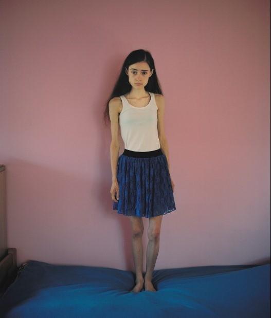 Ania chung phòng với 2 cô gái khác. Cô hoàn toàn không biết người ta đã làm gì với các sản phẩm photoshop để cho ra đời các cô người mẫu gầy gò, thiếu sức sống như vậy.