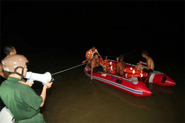 Lực lượng chức năng triển khai công tác tìm kiếm 3 nữ sinh mất tích. Ảnh: Internet