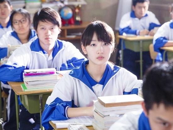 Khuôn mặt bầu bĩnh xinh xắn cùng độ tuổi tương tự với nhân vật Tiểu Chi đã giúp Châu Đông Vũ nhập vai cực kỳ xuất sắc. Không quá xinh đẹp nhưng Tiểu Chi lại như cô bạn cùng bạn mà bất cứ ai trong chúng ta cũng từng gặp, dễ thương, đáng yêu.