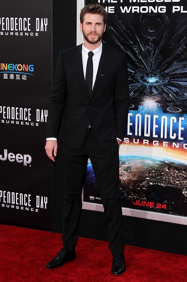 Liam Hemsworth không dẫn Miley đến dự sự kiện công chiếu phim vừa qua.