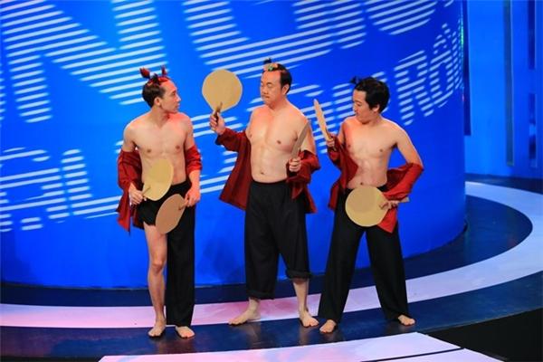 """Khoảnh khắc """"khỏa thân"""" trên sóng truyền hình của Trường Giang cùng Chí Tài và Trấn Thànhtừng gây """"sốt"""" với khán giả. - Tin sao Viet - Tin tuc sao Viet - Scandal sao Viet - Tin tuc cua Sao - Tin cua Sao"""