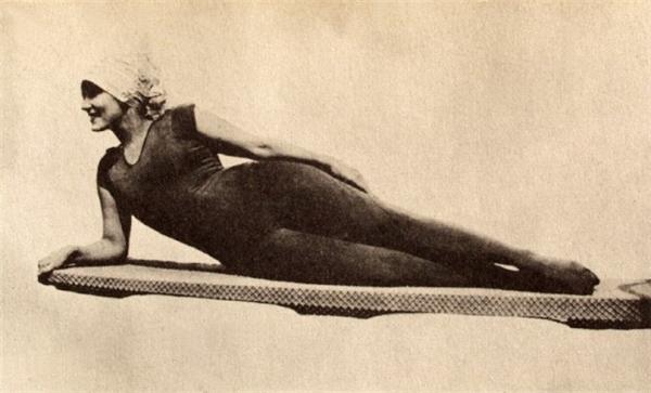 Hành trình tiến hóa khó tin của những bộ áo tắm cực kì nóng bỏng