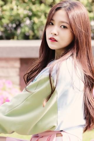 Là em út của nhóm nhạc Red Velvet, thành viên Yeri được biết đến là một cô nàng dễ thương và đầy tài năng. Dù vào nhóm trễ hơn các thành viên còn lại nhưng cô nàng không hề tỏ ra thua kém khi có thể thực hiện tốt tất cả các lĩnh vực ca hát, nhảy và rap.
