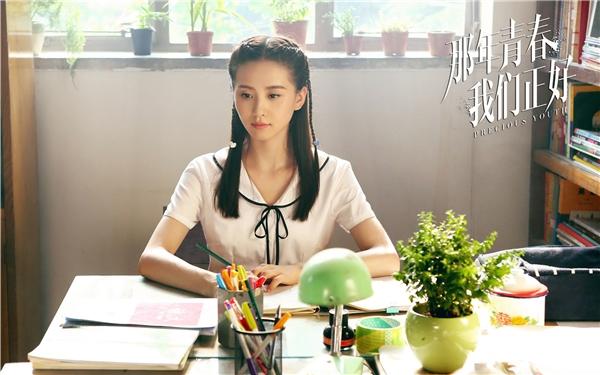 Trong Thanh Xuân Năm Ấy Chúng Ta Vừa Gặp Gỡ, Lưu Thi Thi vào vai Lưu Đìnhmột nữ sinh theo học ballet và được mệnh danh là hoa khôi của trường.