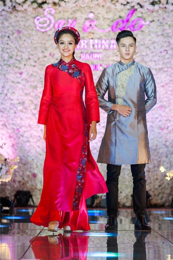 Cùng xuất hiện trong show diễn này là những người mẫu có nhiều kinh nghiệm tại Hà Nội. Các thiết kế đều lấy tinh thần đơn giản, thanh lịch, cổ điển làm chủ đạo.