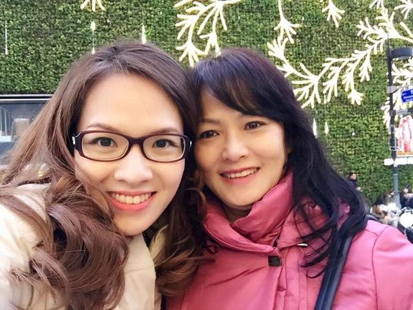 Có thể thấy, nhan sắc mặn mà của 2 chị em Đan Lê thừa hưởng từ người mẹ xinh đẹp như diễn viên.