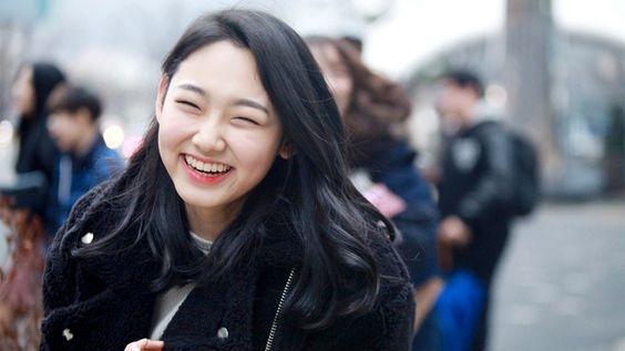Sỡ hữu đôi mắt một mí, má bánh bao và nụ cười rạng rỡ, cô nàng Mina 17 tuổi của nhóm nhạc I.O.I là một trong những gương mặt được đông đảo fan Kpop quan tâm và yêu thích. Được biết sau khi quảng bá cùng I.O.I, Mina sẽ ra mắt trong nhóm nhạc mới cùng các thực tập sinh cùng công ty.