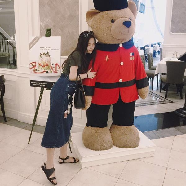 Cô gái nhỏ xinh xắn trong lần du lịch Hong Kong.